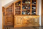 Honesty bar, Cases Noves
